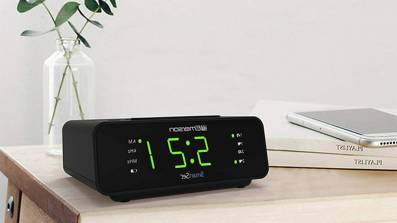 "Emerson Clock w/AM/FM,0.9"" Large Display,Snooze"